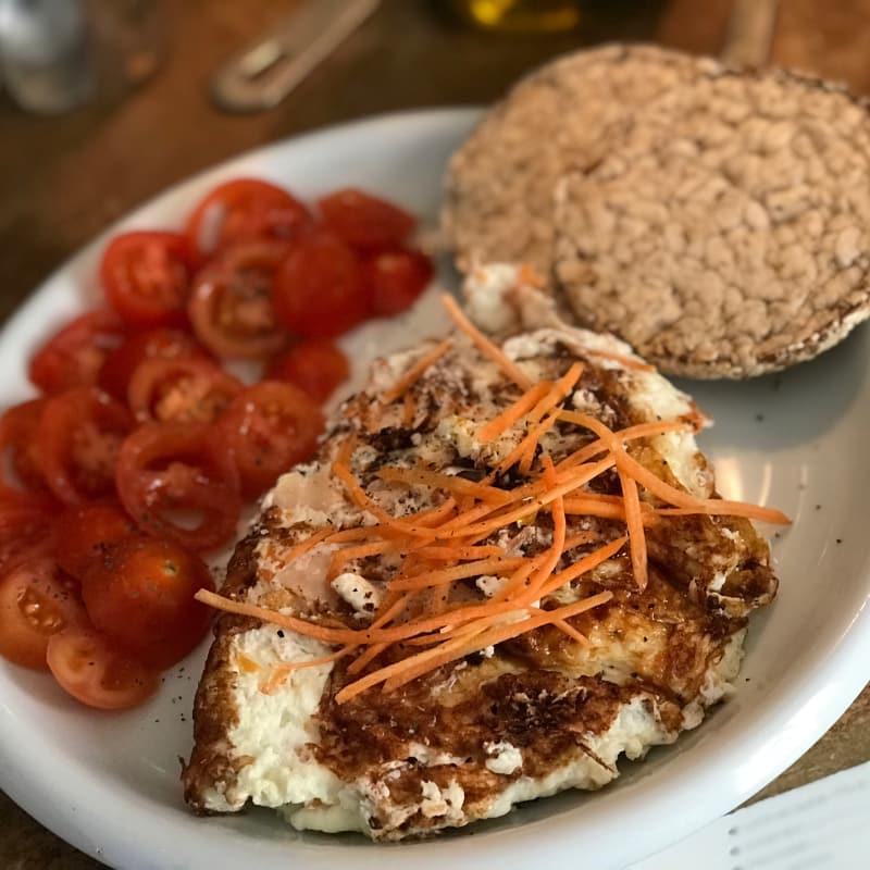 tortilla blanca con pechuga de pavo y zanahorias