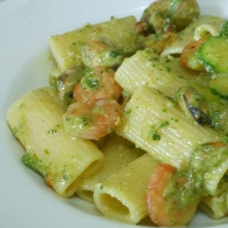 Rigatoni with zucchini cream and shrimp
