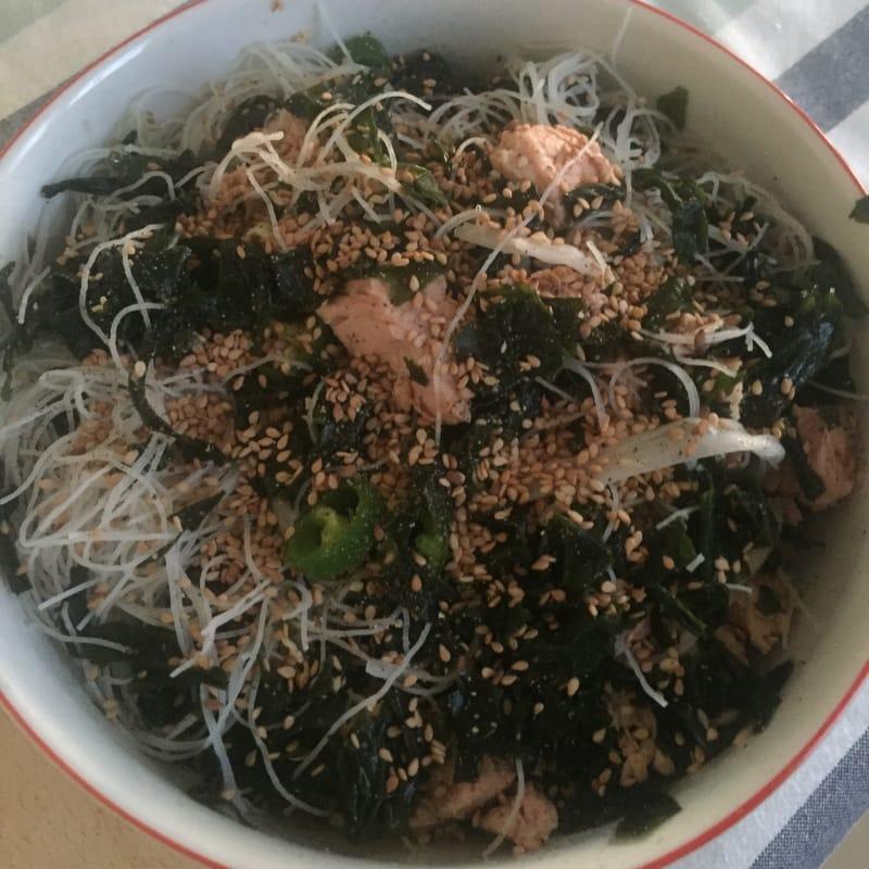 Insalatona asiatica di alghe wakame