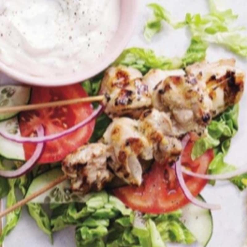 Kebab de pollo al estilo griego