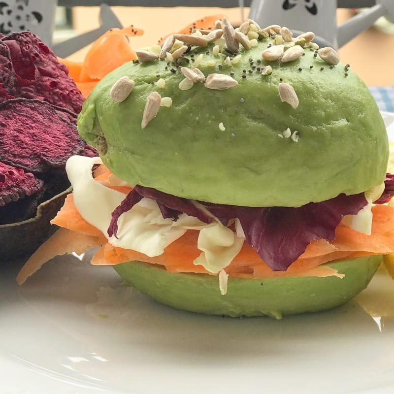 Avo Burger raw vegan