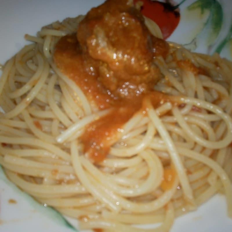 Espagueti con ragú de carne