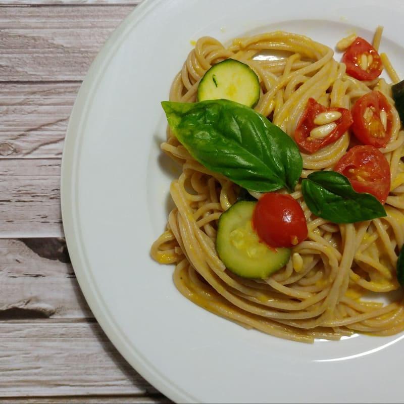 Linguine con zucchine e crema di peperone