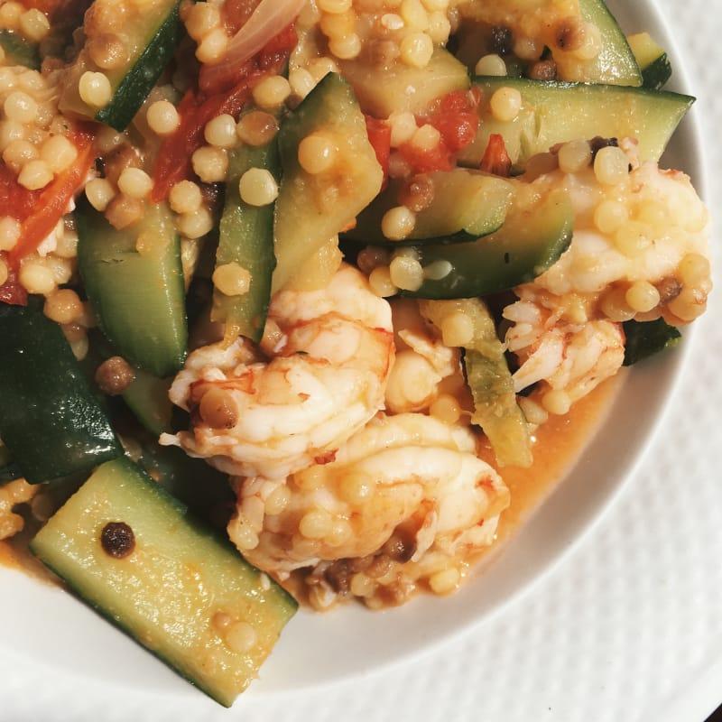 Fregola sarda con zucchine e gamberoni