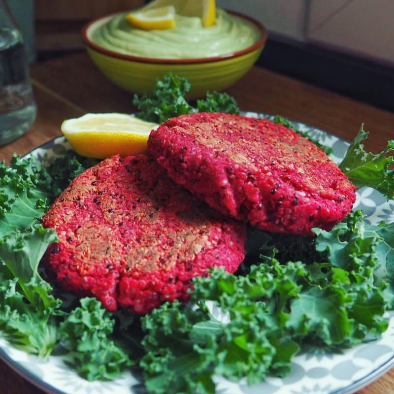 Burger di barbabietola rossa, quinoa e ceci