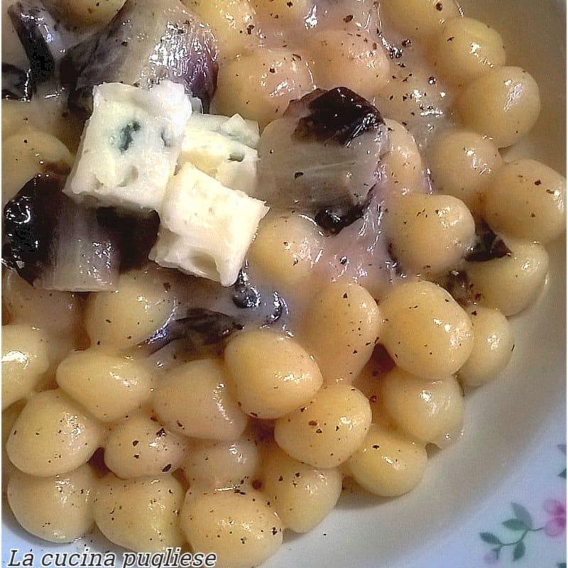 Gnocchi con radicchio y gorgonzola