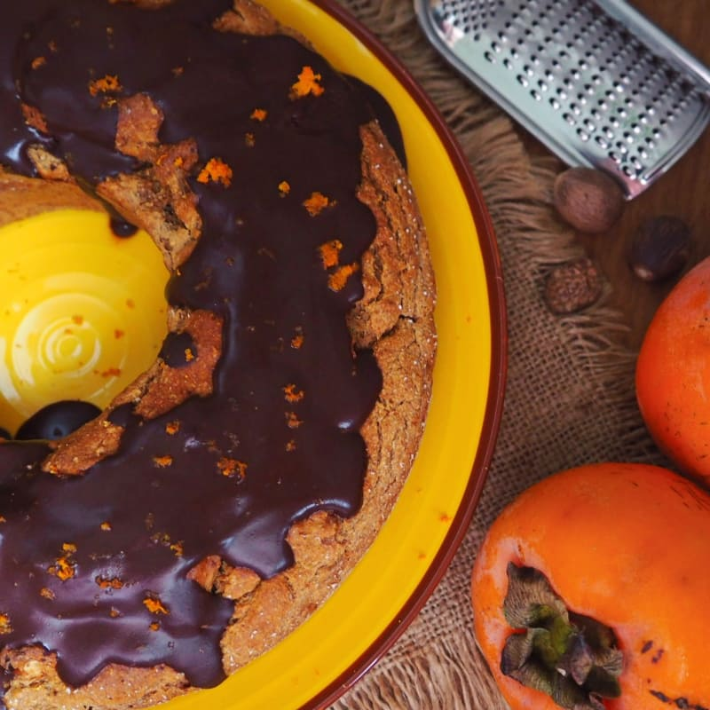 Bundt cake with persimmon and hazelnuts