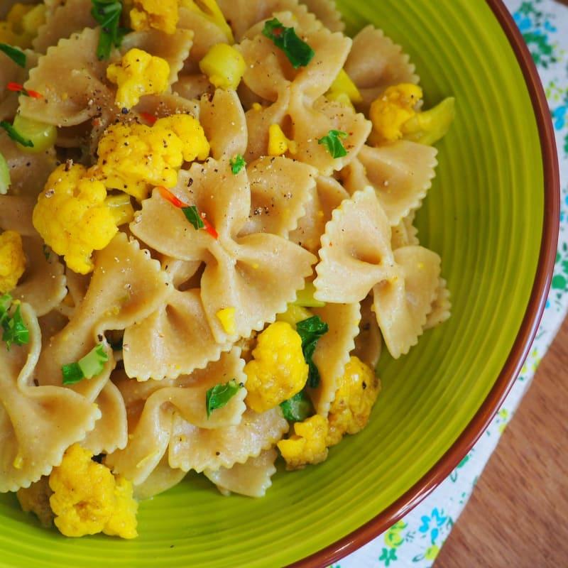 Farfalle integrali con cavolfiore al curry