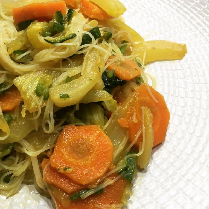 Spaghetti di riso spadellati