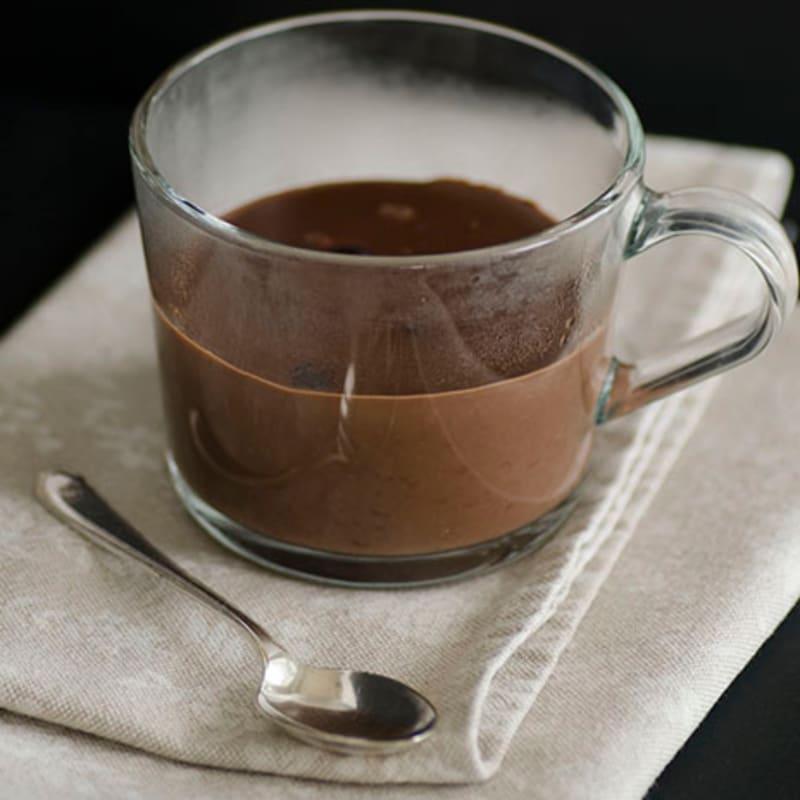 Chocolate caliente en la taza