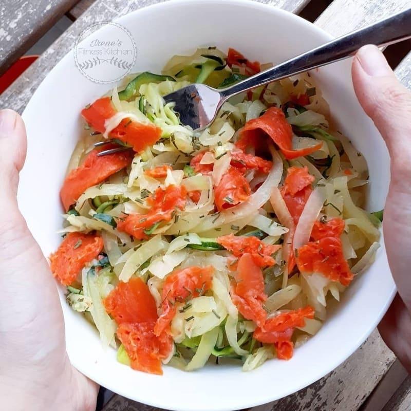 Spaghetti di patate e zucchine con salmone selvaggio affumicato