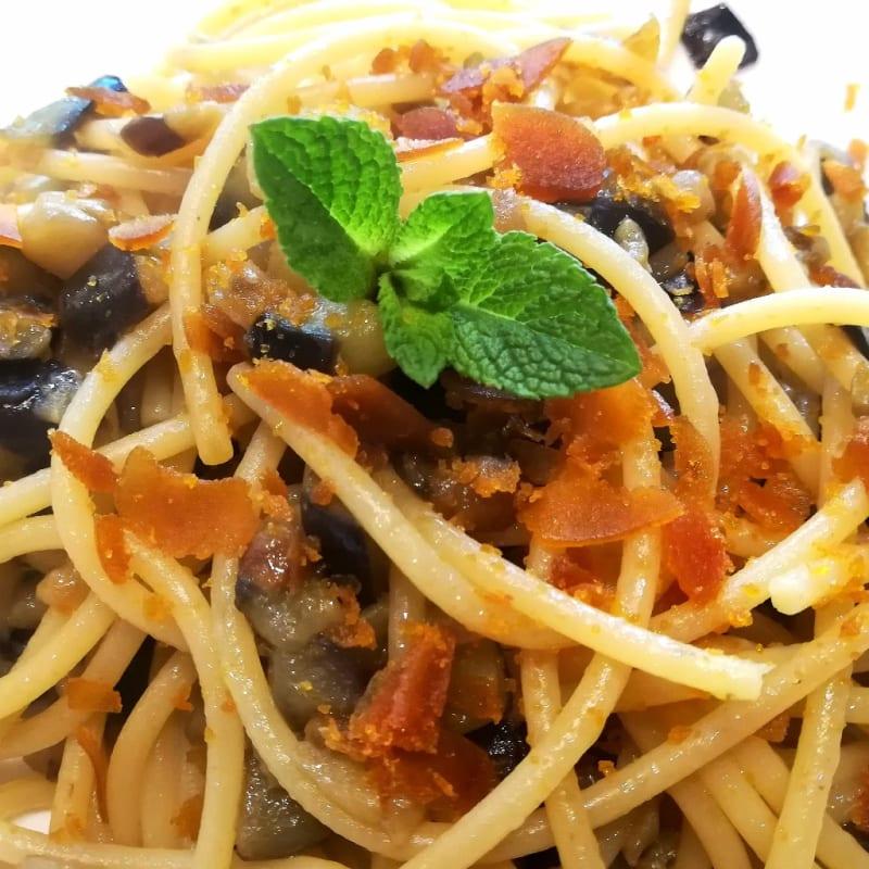 Spaghetti melanzane e bottarga al profumo di menta