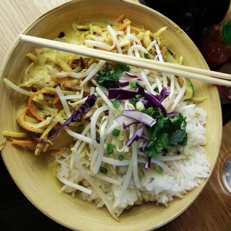 Pollo al curry giallo con riso