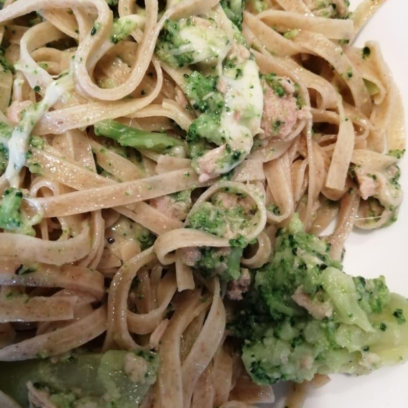 Pasta de brócoli y atún