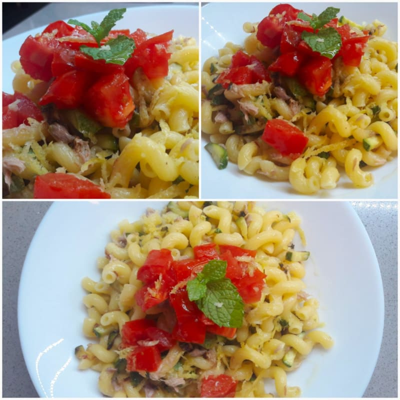 Pasta with tuna and zucchini flavored with lemon