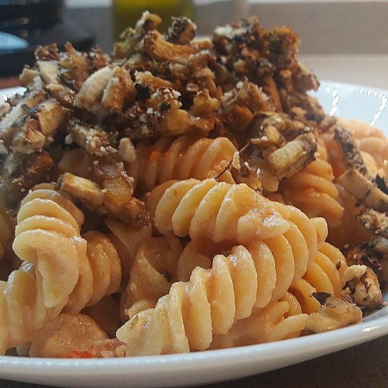 Chickpea fusilli with sun-dried tomato cream and crispy aubergines