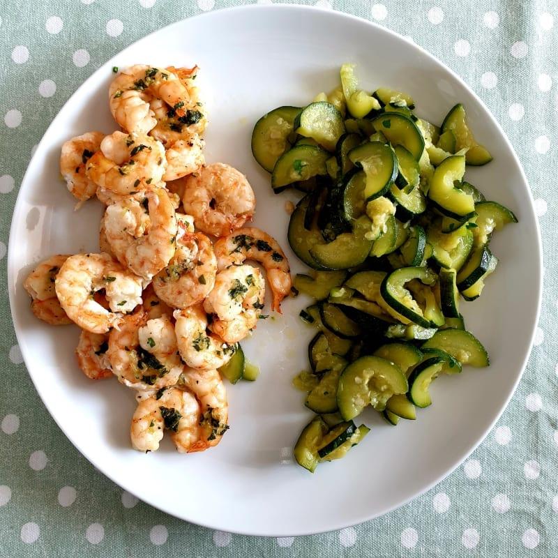 Gamberetti al forno e zucchine