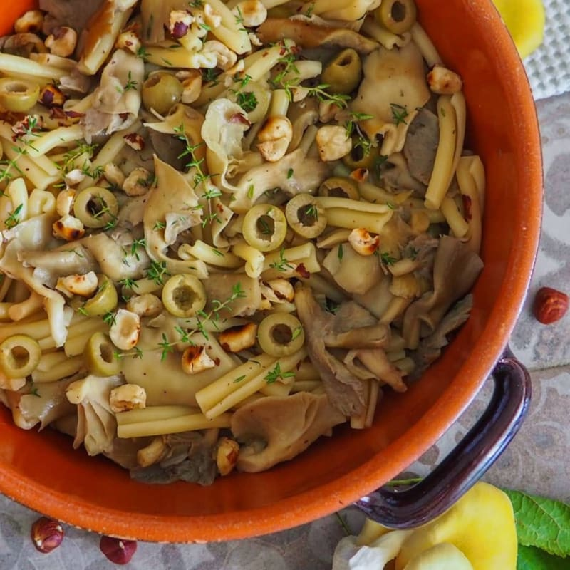 Caserecce funghi, olive e nocciole