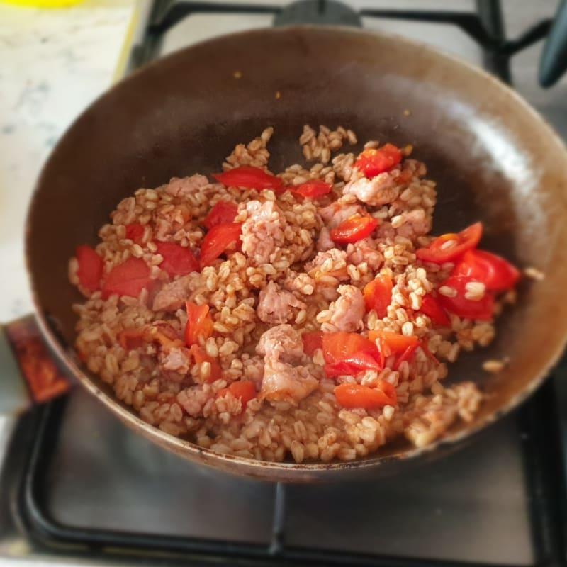 Farro salsiccia e pomodorini