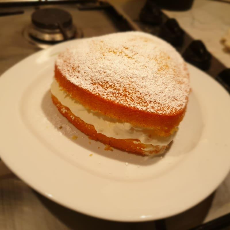 Vanilla cupcakes with milk cream