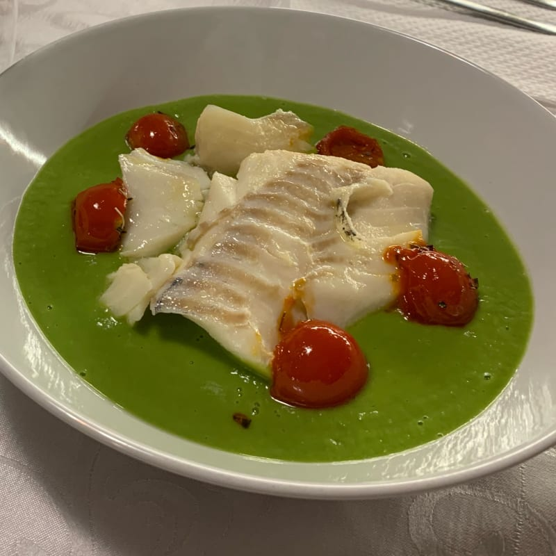Cod hearts on pea cream with confit tomatoes