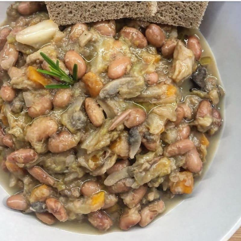 Zuppa fagioli, carote, verza e funghi