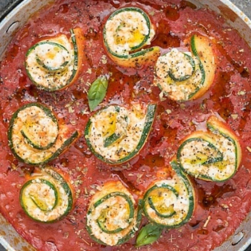 Rotolini di zucchine e ricotta in salsa di pomodoro