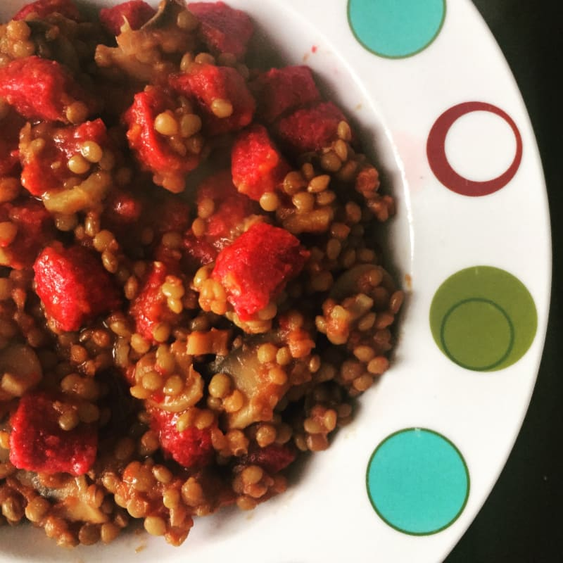 Gnocchi di barbabietola senza glutine con ragù di lenticchie
