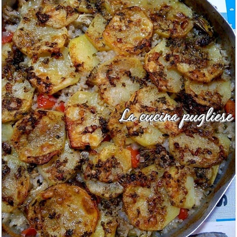 Tiella of rice, potatoes and artichokes