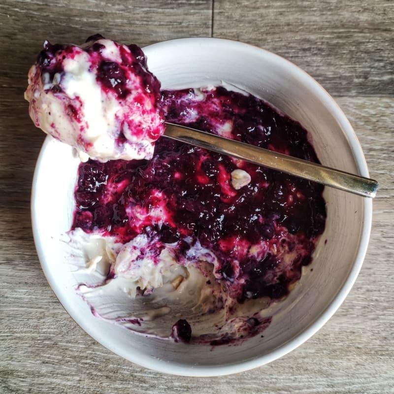 Vegan Overnight Porridge con marmellata