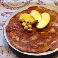 Foto preparazione sweet omelette with apple, cinnamon and hazelnuts
