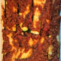 Foto preparazione Zucchini flan, meat sauce with spices and smoked cheese