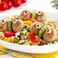 Ricetta correlata Rice salad with mini meatball skewers