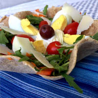 Ricetta correlata Baskets of wholemeal tortillas with salad and boiled egg