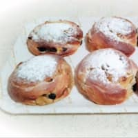 Ricetta correlata Brioche spirits filled with apples, raisins and pine nuts