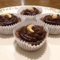 Ricetta correlata tortine di cacao riempito con avocado burro di arachidi topping