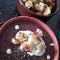 Ricetta correlata Vellutata di cavolo viola, carote e zenzero con crostini aromatizzati