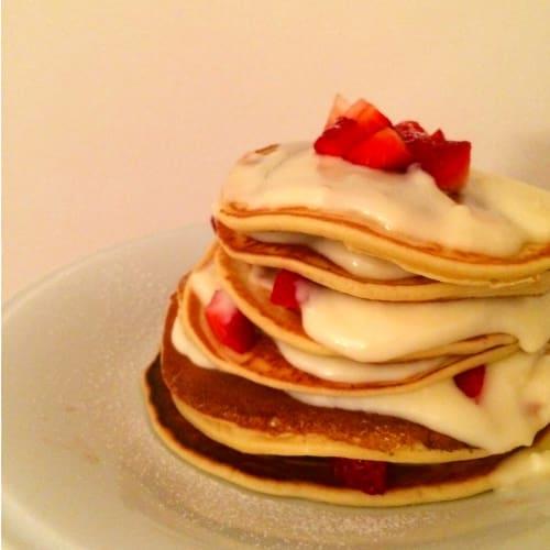 Foto Ricetta Pancake con crema chantilly e fragole fresce