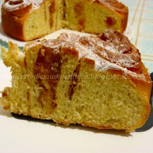Foto Ricetta Torta di roselline con confettura di albicocche e mandorle