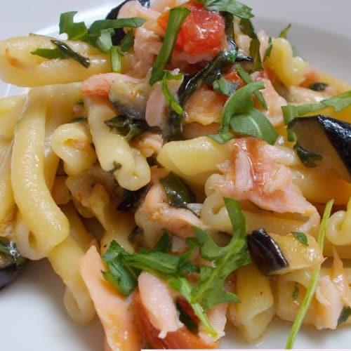 Foto Ricetta Caserecce con salmone melanzane e rucola
