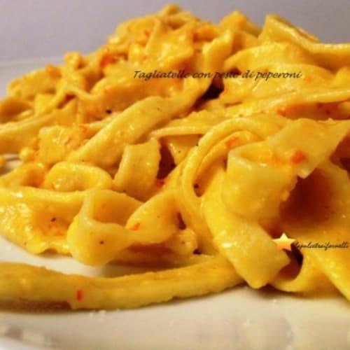 Foto Ricetta Tagliatelle con pesto di peperoni