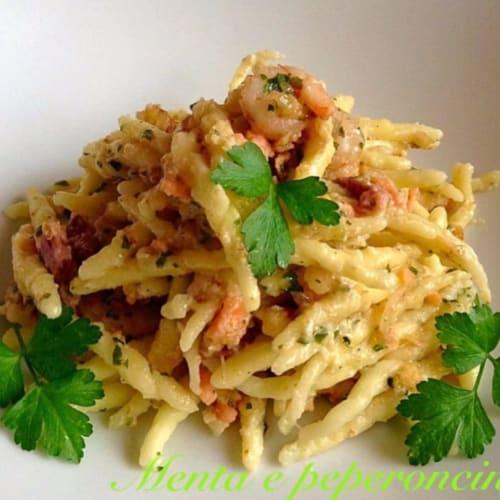 Foto Ricetta Trofie caserecce con salmone gamberetti e noci