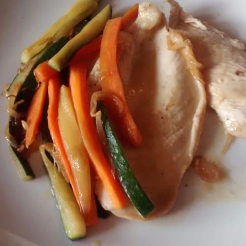 Foto Ricetta Petto di pollo con miele limone e verdure