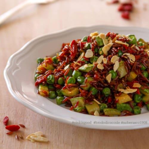 Foto Ricetta Riso rosso con piselli, zucchine, goji e mandorle