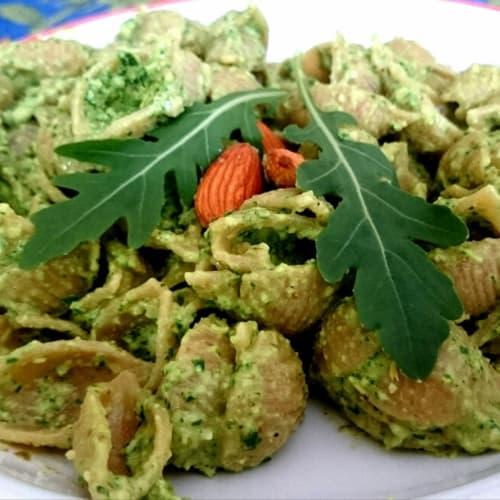 Foto Ricetta Conchigliette integrali con pesto di rucola, mandorle e pinoli