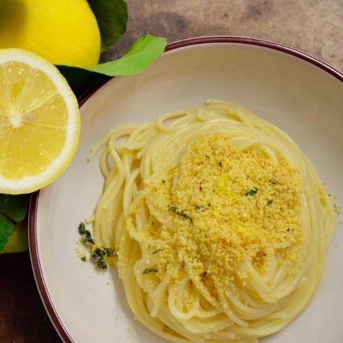 Foto Ricetta Spaghetti al limone con pangrattato alle erbette