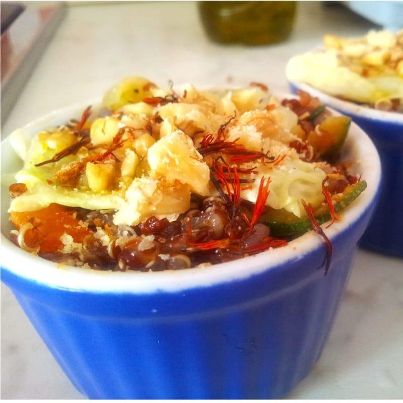 Foto Ricetta Quinoa with zucchini, cabbage, oranges, nuts and saffron flowers