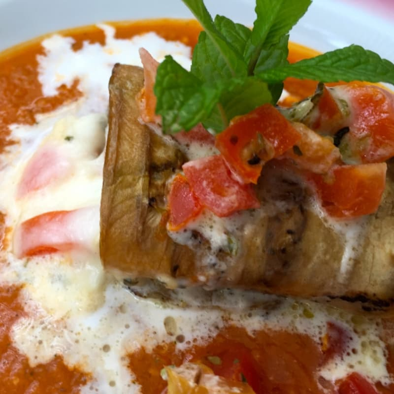 Foto Ricetta Rolled eggplant with stracciatela of Andalusian gazpacho