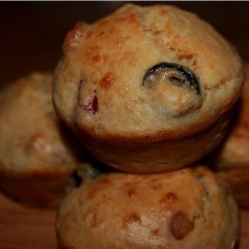 Foto Ricetta Muffin salati birra, pancetta e olive