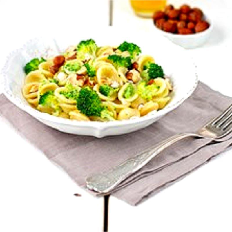 Foto Ricetta Orecchiette al pesto di broccoli nocciole acciughe